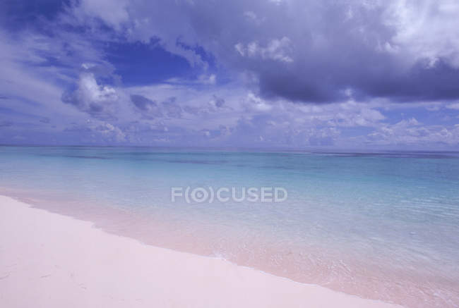 Deserted and isolated beach in the Bahamas — Stock Photo