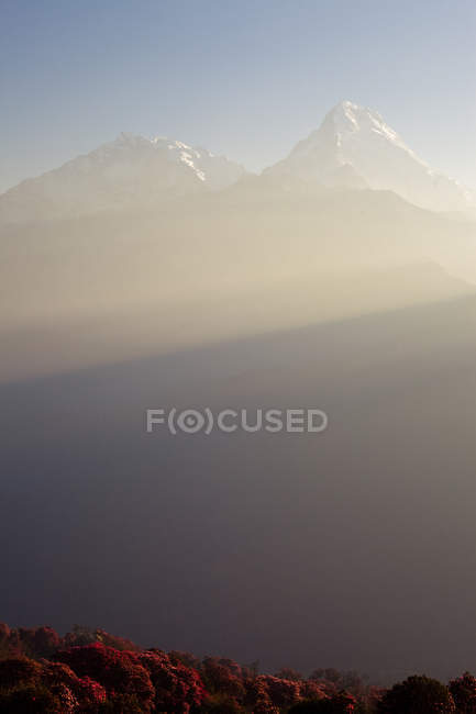 Scenic view of Annapurna South obscured by early morning sun rays — Stock Photo