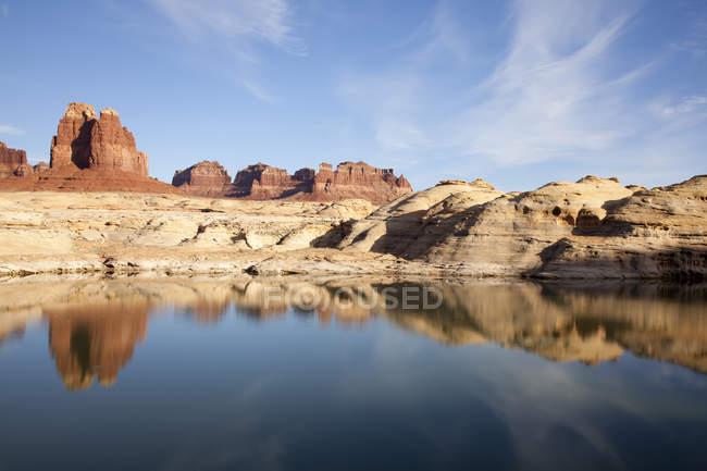 Мальовничий образ озеро Пауелл та Глен Каньйон національної зоною відпочинку — стокове фото