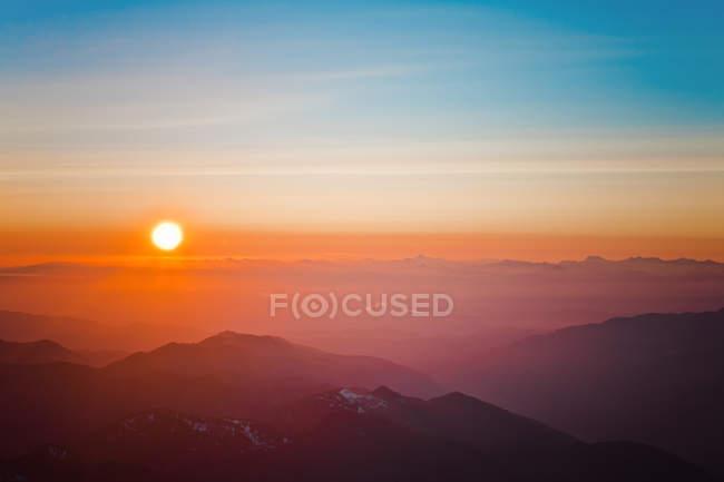 Закат над Северной Каскад горный хребет как видно из седла между Маунт-Бейкер и пик Colfax в Вашингтоне, США — стоковое фото