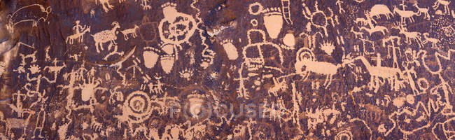 State historical monument, collection of petroglyphs near Moab Utah, Newspaper Rock — Fotografia de Stock