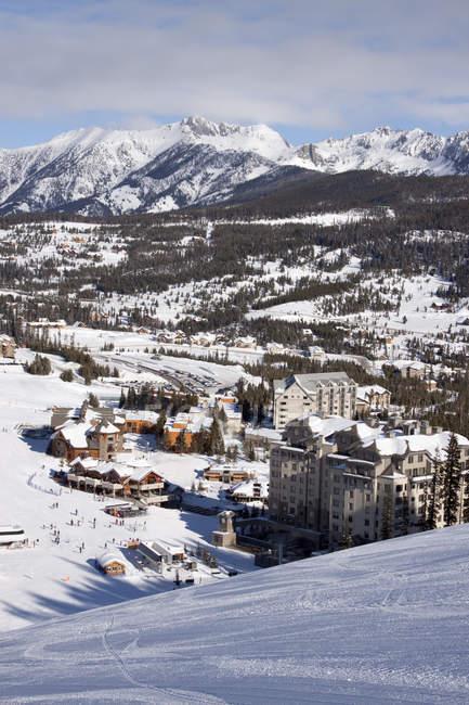 Живописный вид Big Sky курортный поселок в Big Sky, Монтана предлагает крупнейший Лыжный в Америке — стоковое фото