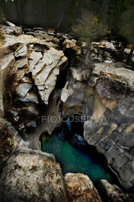 Ручьев и водопадов вдоль Аспен в Центральный Колорадо — стоковое фото