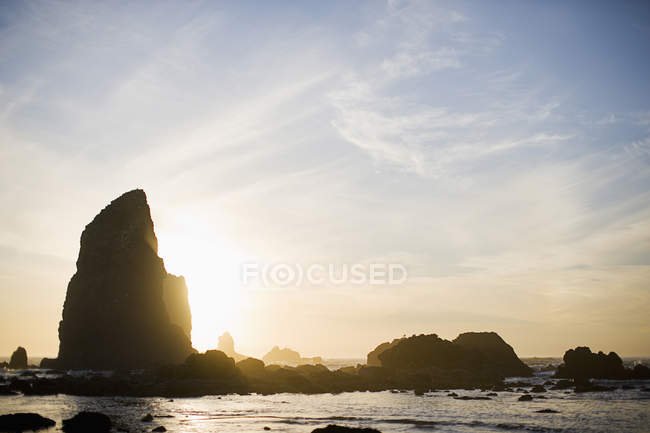 Haystack rock on the Oregon Coast near Cannon Beach on a clear winter day — Stock Photo