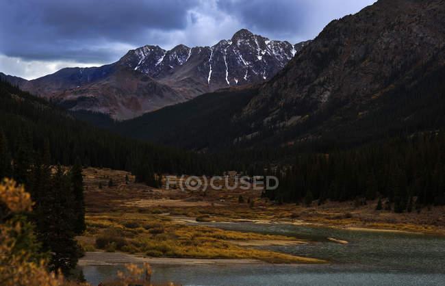 Saison d'automne au réservoir de Grizzly — Photo de stock