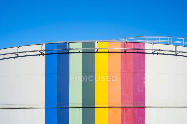 Барвисті нафтохімічної резервуарів для зберігання рідкого газів, Ла-Сутеррен, Ла-департамент Крез, Лімузен, Франція — стокове фото