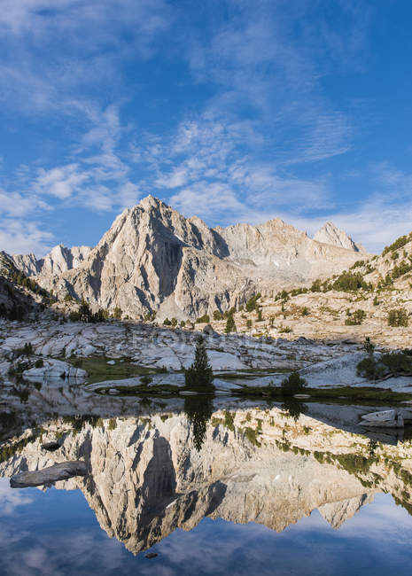 Scenic view of Picture Peak in early morning light, High Sierra — Stock Photo