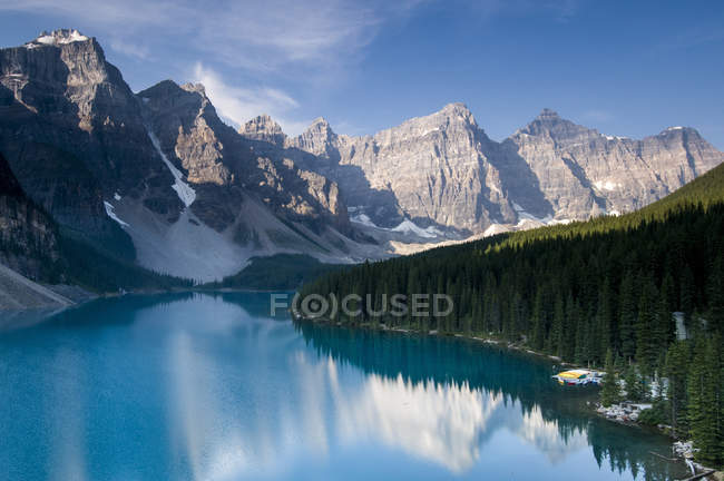 Moraine Lake and Valley of the Ten Peaks, Banff National Park, Lake Louise, Alberta, Canada — Stock Photo