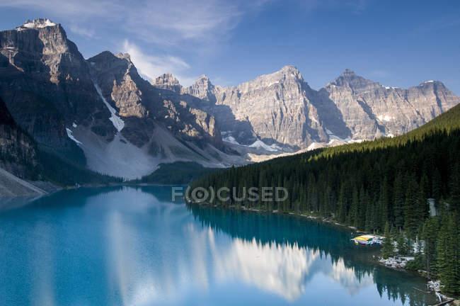 Le lac Moraine et vallée des dix pics, Parc National Banff, Lake Louise, Alberta, Canada — Photo de stock