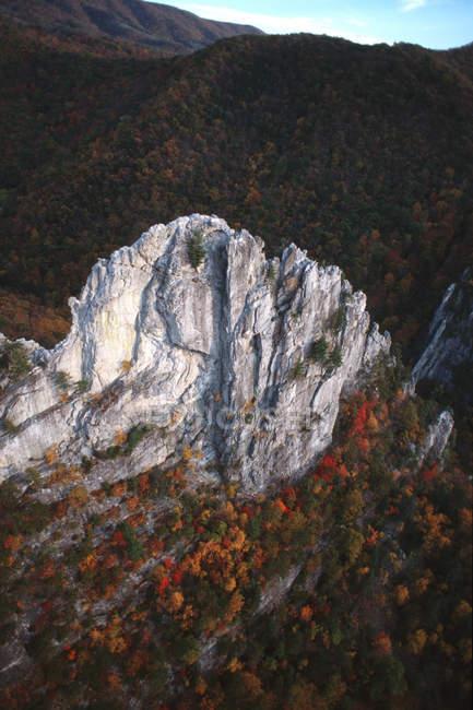 Foto aerea della parete ovest del sud picco a Seneca Rocks, Monongahela National Forest — Foto stock