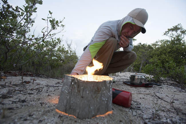 Firing up the stove for morning coffee while camping on North Nest Key in the Florida Everglades — стокове фото