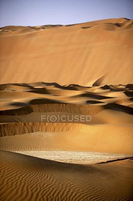 Vista tranquila de areias dunas deserto de Dubai, Dubai, Emirados Árabes Unidos, Médio Oriente — Fotografia de Stock