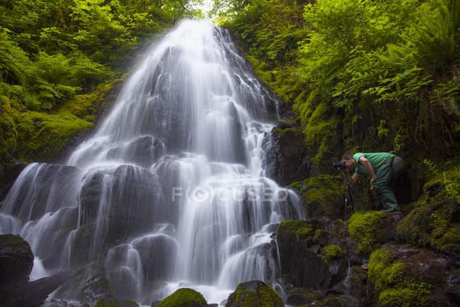 Fairy Falls Wasserfall am Wahkeena Creek auf der Seite der Oregon Columbia-Schlucht. — Stockfoto
