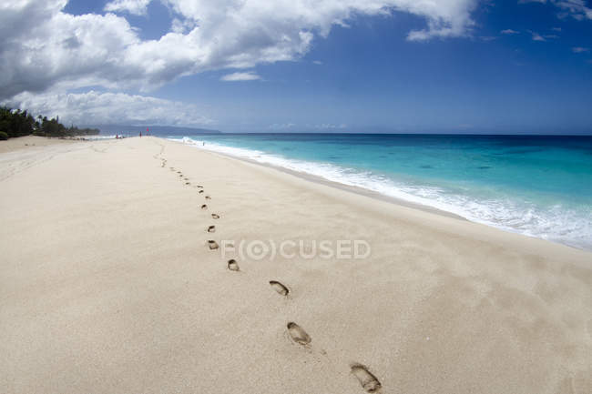 Footsteps on beach at Pupukea, on Oahus north shore — Stock Photo