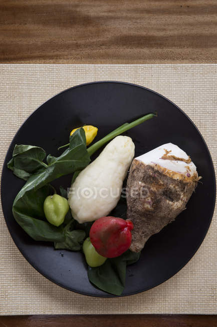 Top view of assortment of fresh vegetables on plate — Stock Photo