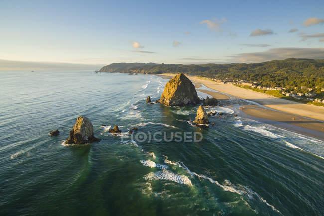 Scenic view of wonderful Cannon Beach — Stock Photo
