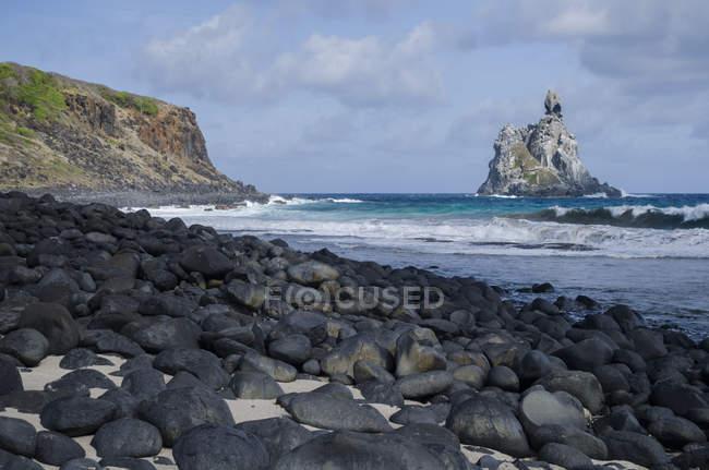 View from Praia da Atalaia in Fernando de Noronha island, Pernambuco State, Brazil — Fotografia de Stock