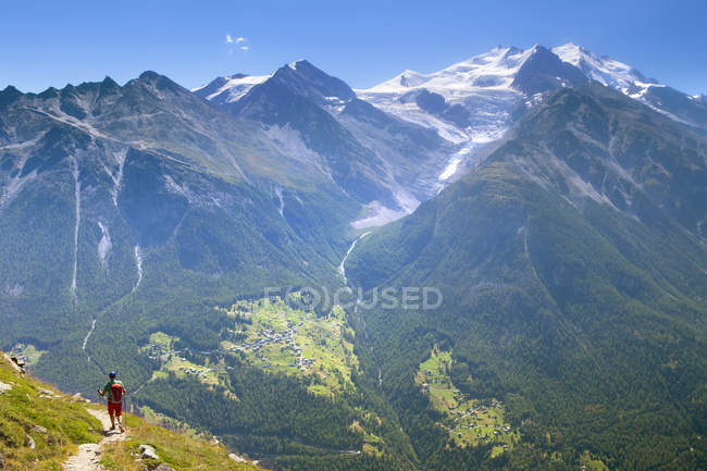 Hiker Descending From Augstbordpass Into Matterhorn Valley — Stock Photo