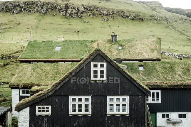 Grass Roofed Houses In The Town Of Elduvik, Eysturoy, Faroe Islands — Stock Photo