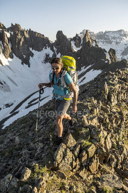 A Woman Hiking On Blaine Peak Below Mount Sneffels In Colorado — Stock Photo