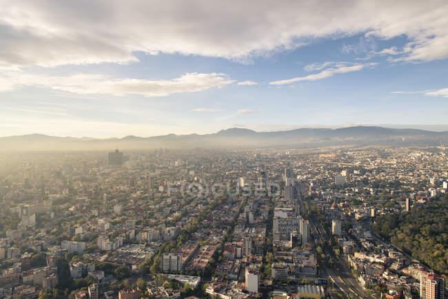 Хмари освітлена Мехіко високі будівлі у Пасео-де-ла-реформа, федеральний округ, Мексика — стокове фото