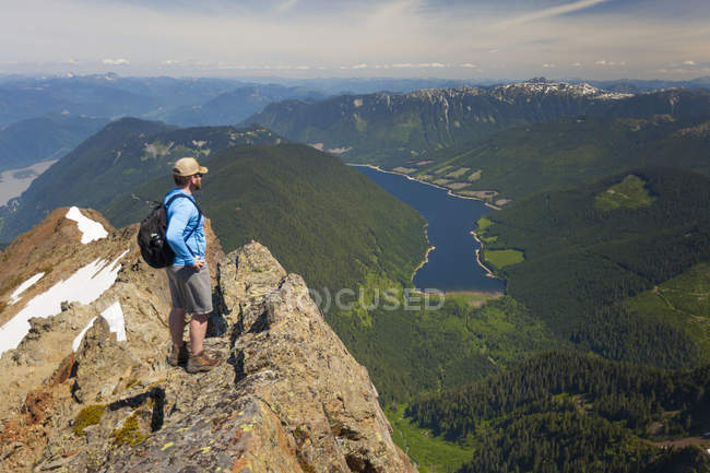 Hiker looking on Jones Lake from top of Lady Peak in Cheam Mountain Range — Stock Photo