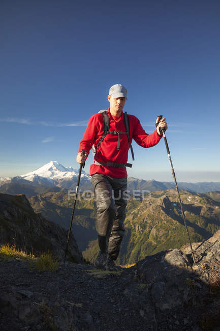 Male Hiker Hiking On Mountain Landscape In North Cascades National Park — Stock Photo