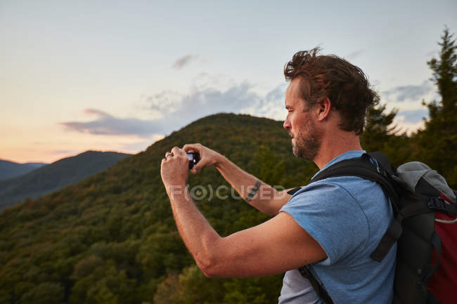 A Man Photographing Along The Appalachian Trail — Stock Photo