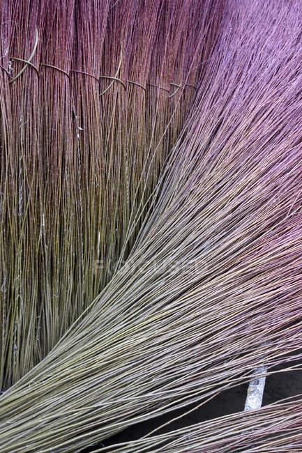 Полный кадр собранных плетеные в фоне замороженных бассейн — стоковое фото
