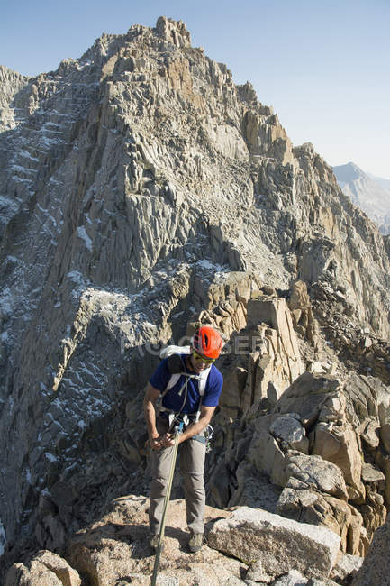 Man preparation to rappelling on granite ridge, Evolution Traverse, Bishop, California. — Stock Photo