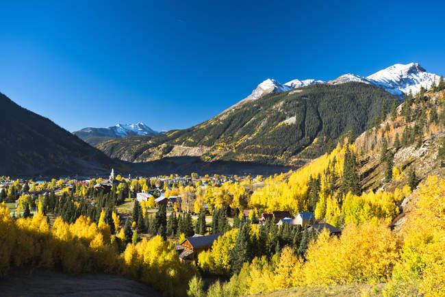 Journée d'automne dans la ville de montagne de Silverton, Colorado — Photo de stock