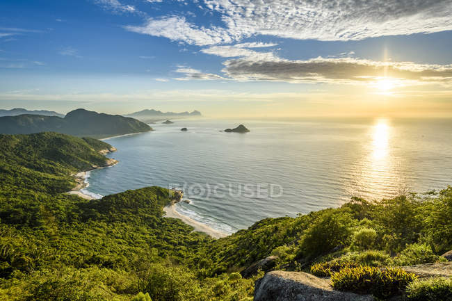 Scenics view during sunrise from Pedra do Telegrafo in Barra de Guaratiba, Rio de Janeiro, Brazil — Stock Photo