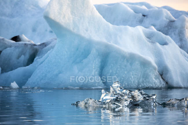 Blue Iceberg Floating On Calm Water Of Jokulsarlon Beach — Stock Photo