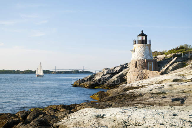Castle Hill Lighthouse on the rock guarding Newport Harbor — Stock Photo