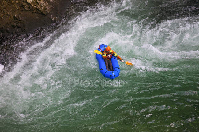 Evan Howard, an avid Explorer and adventurer, navigates a white water section of the Chehalis River on a packraft. — Stock Photo