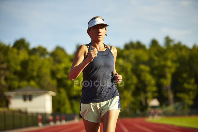 Female Runner Running On Track — Stock Photo