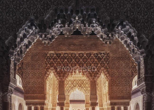 Докладно багато прикрашений прикраси в Alhambra Palace у Гранаді, Іспанія — стокове фото