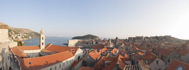 Old Town Skyline With Red Roofs And Churches And Cathedrals Towers In Dubrovnik, Croatia — Stock Photo