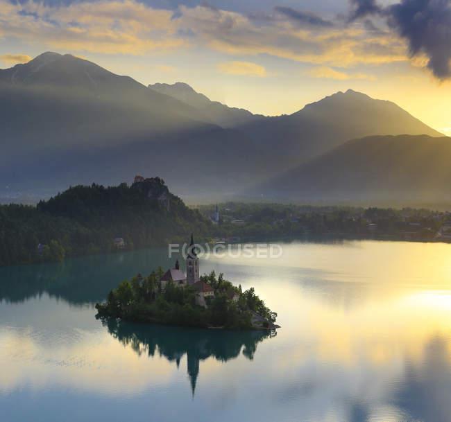 Herrliche Sicht auf See geblutet und geblutet Insel In Slowenien — Stockfoto