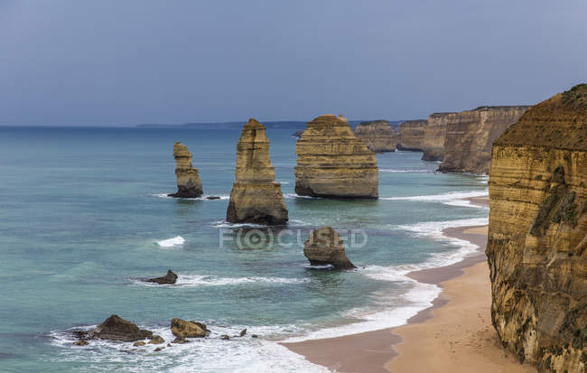 View of the Eleven Apostles on the Great Ocean Road in Victoria, Australia — Stock Photo