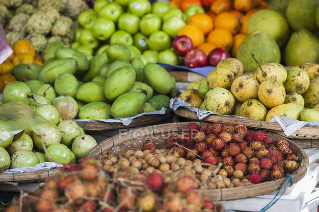 Variety Of Fruits In Basket For Sale At Street Market In Hoi An — Stock Photo