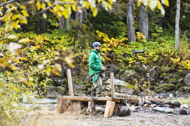 Людина в природи Revelstoke, Британська Колумбія, Канада. — стокове фото