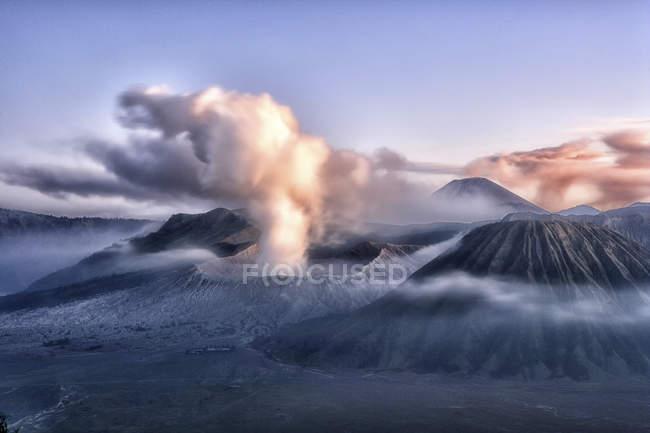Vista panorâmica do vulcão Gunung Bromo, na Indonésia — Fotografia de Stock