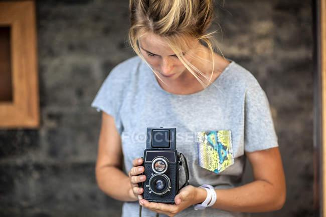 Young woman holding retro camera — Stock Photo