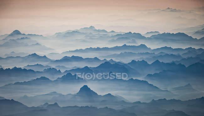 Luftaufnahme des frühen Morgens über Pyrenäen — Stockfoto