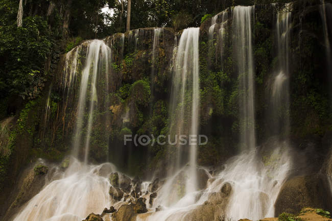Long exposure shot of El Nicho waterfall, Cuba — Stock Photo