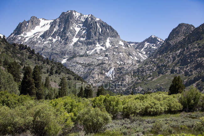 Majestic natural scenery of eastern sierra mountains mammoth lakes majestic natural scenery of eastern sierra mountains mammoth lakes california usa stock voltagebd Images