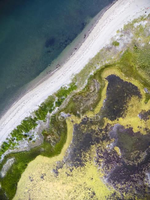 Vue aérienne de drone de plage et pond inlet dans le Rhode Island — Photo de stock
