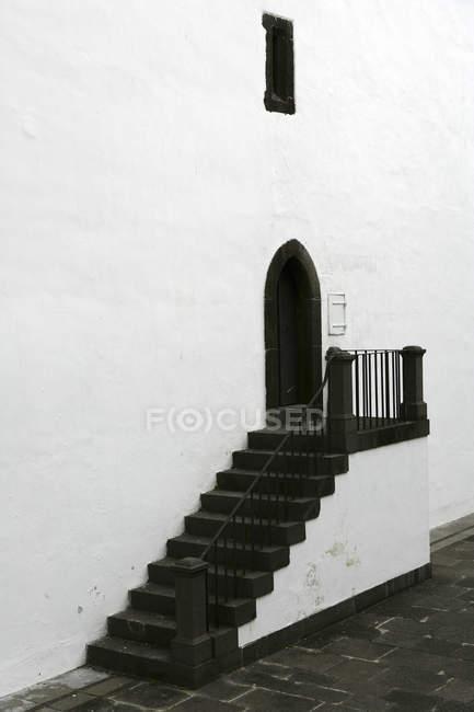 Vista panorâmica de brancos e negros construindo no Funchal, Madeira, Portugal — Fotografia de Stock