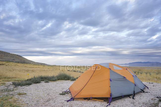 Campingplatz mit Blick auf Great Salt Lake Antelope Island Utah — Stockfoto